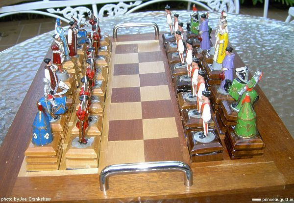 PA713 + PA714 Field of Cloth of Gold (Renaissance) Chess Set with Henry VIII & Francis I