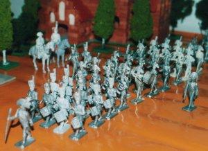 Napoleon med Chasseur a Cheval inspicerer stort fransk marcherende musikkorps. En stor del af musikerne er med konverterede hoveder og musikinstrumenter.